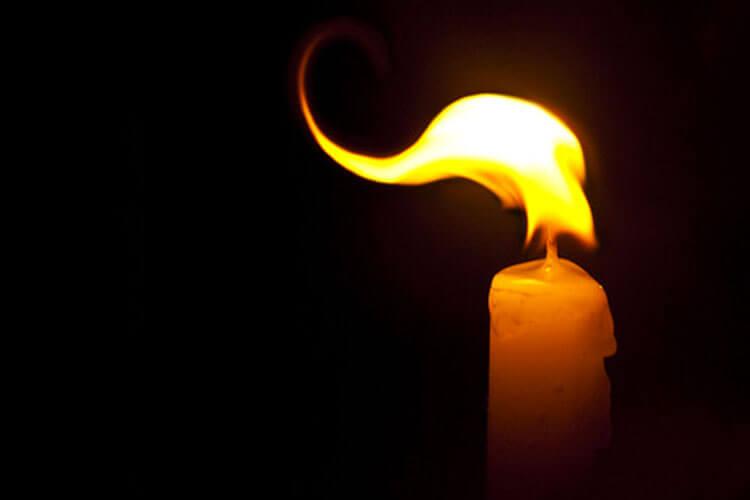 闇に燃える炎